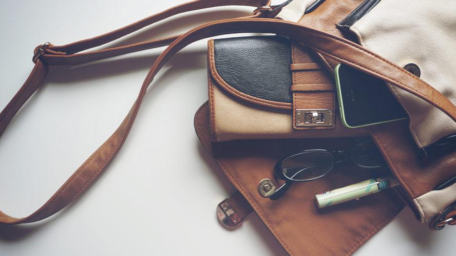 Ženska torbica lahko hitro prežene slabo voljo